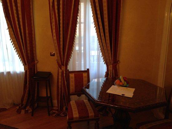 Alchymist Prague Castle Suites: Windows overlooking a patio