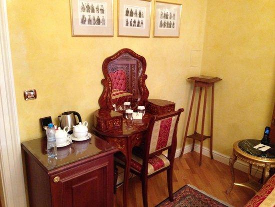 Alchymist Prague Castle Suites: Fine furniture