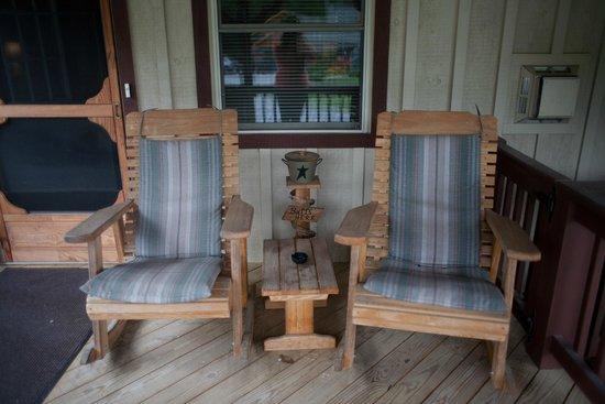 Rough Cut Lodge: Our little patio outside our suite