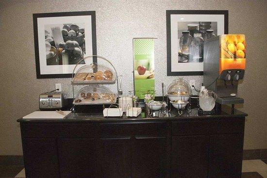 Hampton Inn Maumelle: Breakfast Area