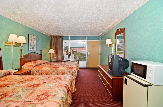 America's Best Value Inn: Two Double Beds