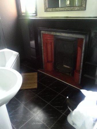 Hotel Noir : Large bathroom, lovely bath, modern new fixtures