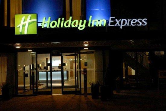 Holiday Inn Express Birmingham South A45: A warm welcome awaits you at the Holiday Inn Express B'ham-South
