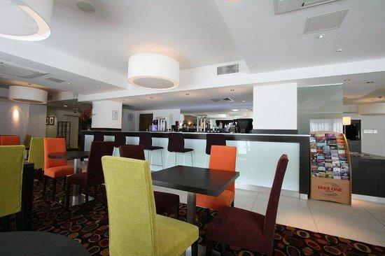 Holiday Inn Express Birmingham South A45: Guest Lounge