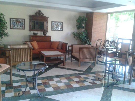 Kentia Apartments: The lobby