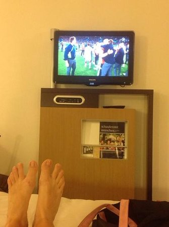 Novotel Muenchen Airport: watching them win!!