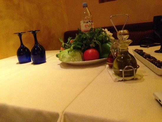 Layali : Complimentary vegetable basket