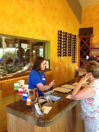 Canyon Wind Cellars: Tasting Room
