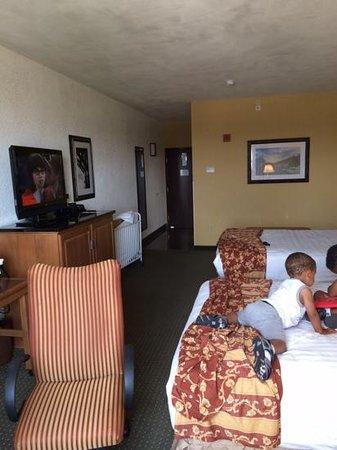 Drury Inn & Suites San Antonio Near La Cantera Parkway : rm 801 double queen bed