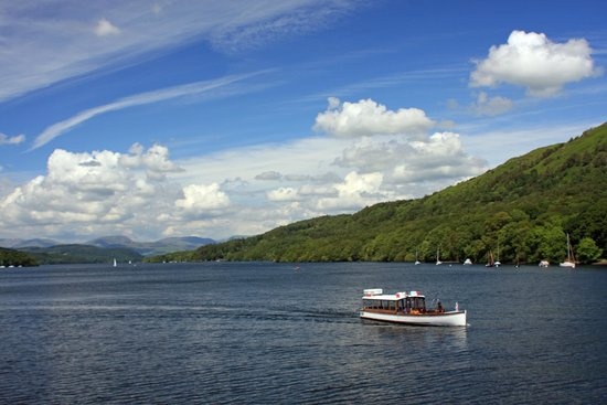 Bowness-on-Windermere, UK: View from Windermere lake cruise