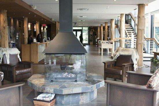Hôtel-Musée Premières Nations: hotel lobby area