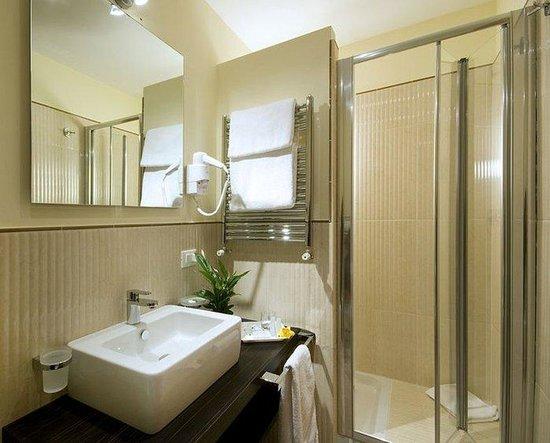 Rome Garden Hotel: Bathroom