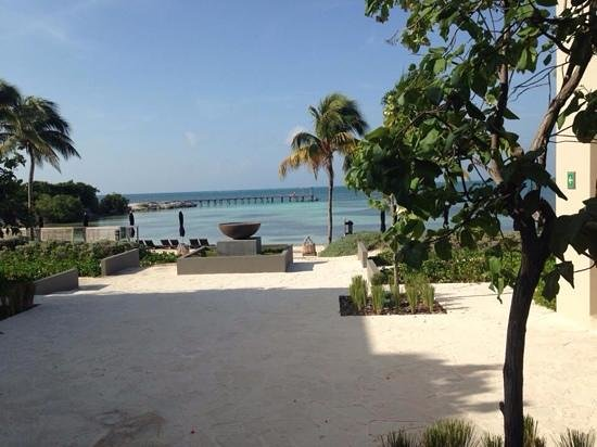NIZUC Resort and Spa: beach view from lobby