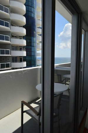 Hilton Cabana Miami Beach: Ocean view balcony room