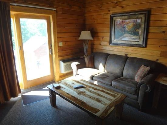The Lodges at Sunset Village: Living Room Area