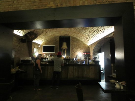 Czech Inn: Breakfast and bar area