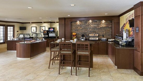 Staybridge Suites El Paso Airport Area: Enjoy our Hot Breakfast Buffet in our Greatroom