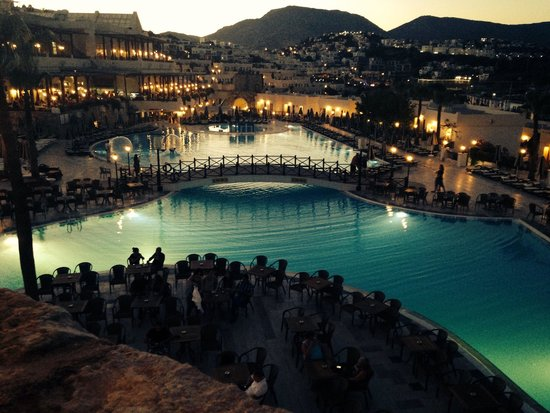 WOW Bodrum Resort : Evening view from Windmill Bar