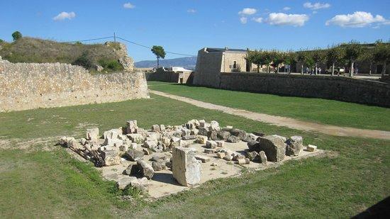 Castillo de San Fernando: Recinto