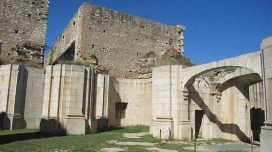 Castillo de San Fernando: Edificios