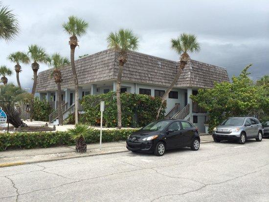 Sabal Palms Inn : A short walk to the beach