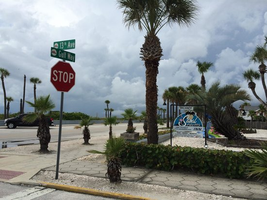 Sabal Palms Inn: Our (beach) home away from home