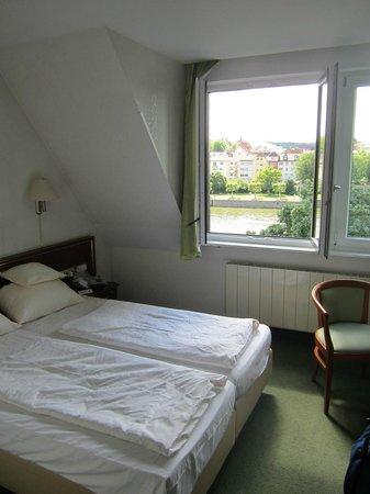Hotel Alter Kranen: Room 205, top floor, dormer windows.