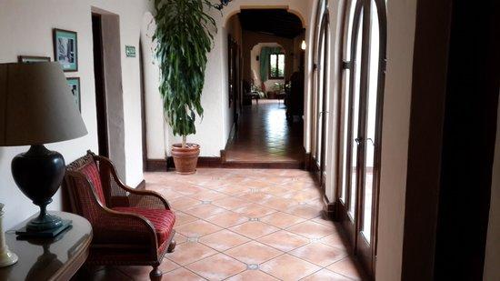 Hotel del Virrey: Pasillo interior
