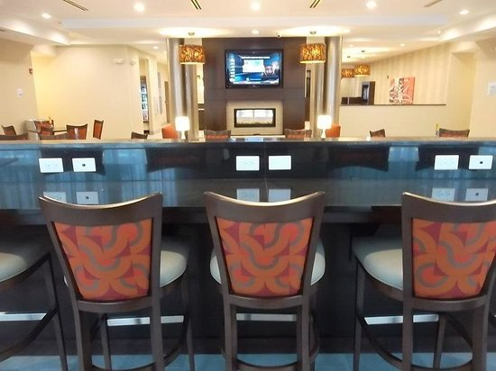 Holiday Inn Express Hotel & Suites Columbus - Easton : Additional Breakfast Area Seating