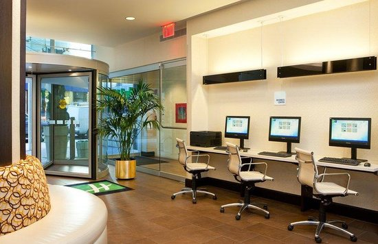 Holiday Inn Express Manhattan Times Square South: Stay productive in our 24 hour business