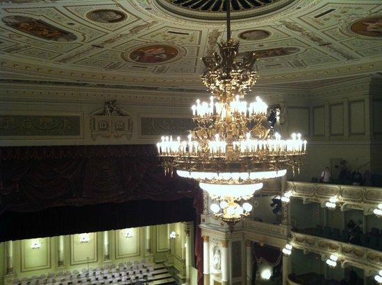 Semper Opera House (Semperoper) : Chandelier and ceiling
