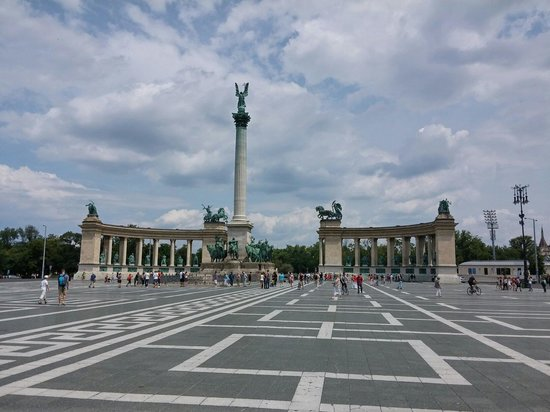 Place des Héros : Piazza