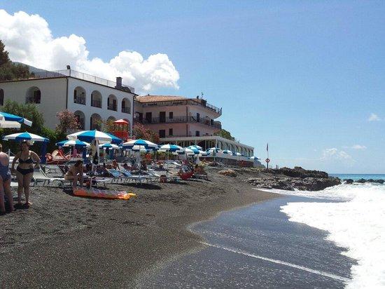 Hotel Gabbiano: hotel dalla spiaggia