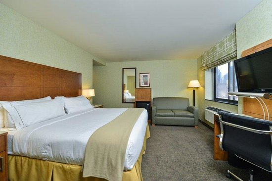 Holiday Inn Express New York - Manhattan West Side : Spacious deluxe king bedded room with sofa bed