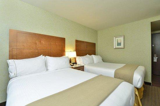 Holiday Inn Express New York - Manhattan West Side : Standard double w/ high speed internet access and flat screen TV