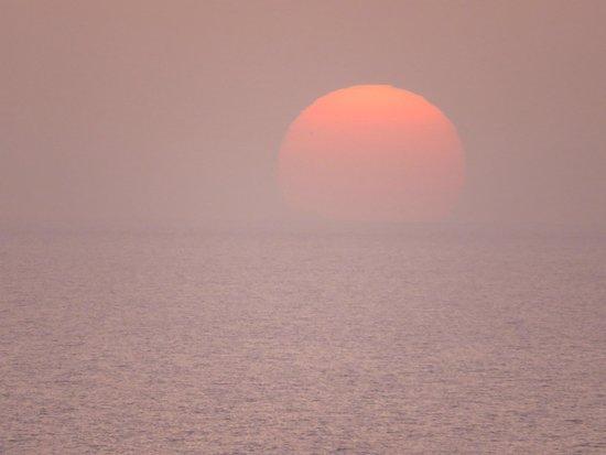 """Spiaggia Torre del Porticciolo: Il sole si è """"tuffato"""" nel mare...arrivederci a domani!"""