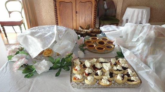 Howick Historical Village: ティーパーティ用のお菓子。いっぱい隠れてます^^