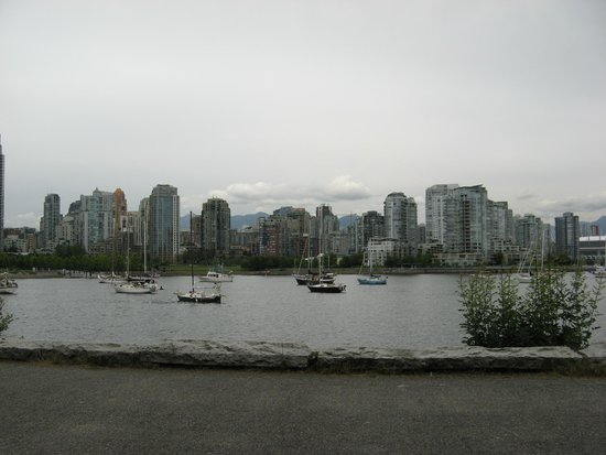 Holiday Inn Vancouver Centre: An easy walk to this nice park