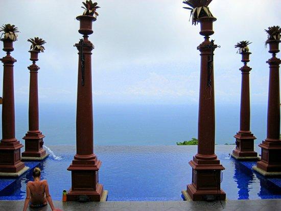 Hotel Villa Caletas: pool at Zephyr Palace