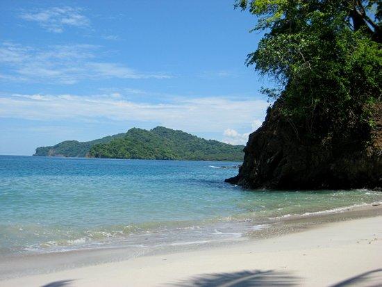 Villa Caletas: uninhabited beach by Tortuga island