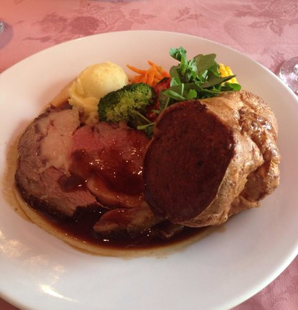 Spencer's Tall Trees Restaurant : Prime rib and Yorkshire pudding.
