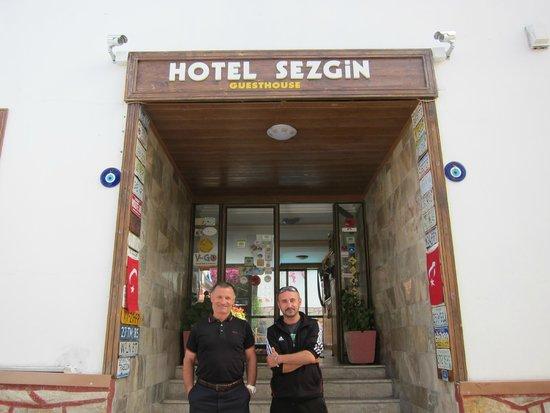 Sezgins Boutique Pansion: Sezgin & Deniz at Entrance