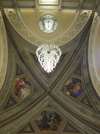 Pharmacy of Santa Maria Novella: Beautiful chandelier