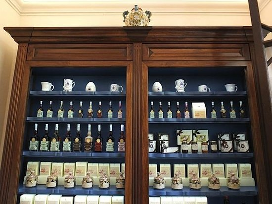 Officina Profumo-Farmaceutica di Santa Maria Novella : Display