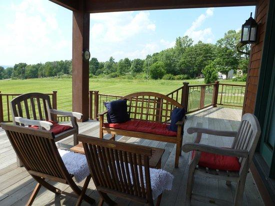 Pine Grove Bed & Breakfast: Deck