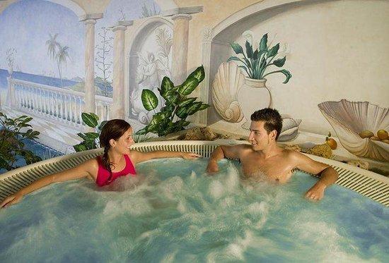 Club Marbella/Regency Palms Crown Resort: Spa bath
