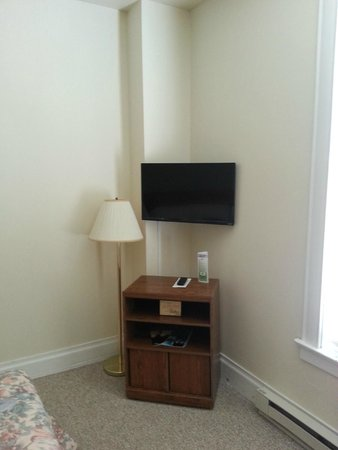 Palmer House Hotel: TV in room 11