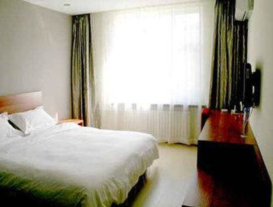 Super 8 Hotel Changchun Economic Development Zone Pudong LU: One King Bed Room