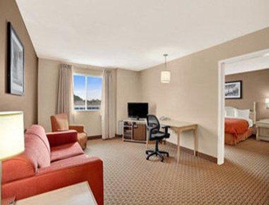 Travelodge Suites Saint John : Suite