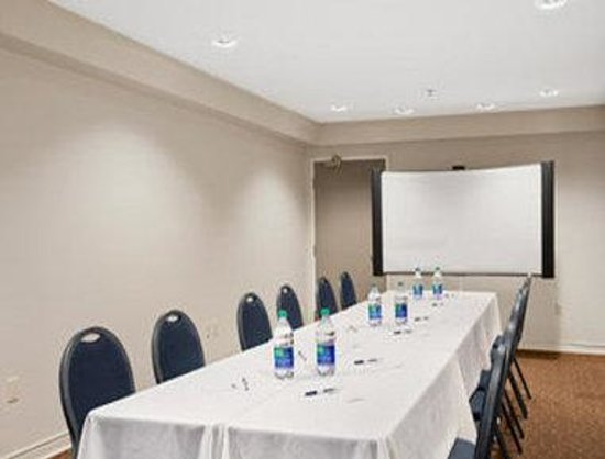 Travelodge Suites Saint John : Meeting Room
